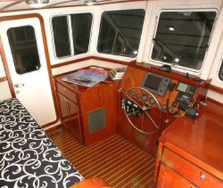 Great Harbour GH 47 pilothouse